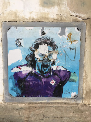 L'arte sa nuotare - Former Fiorentina soccer player Gabriel Batistuta.