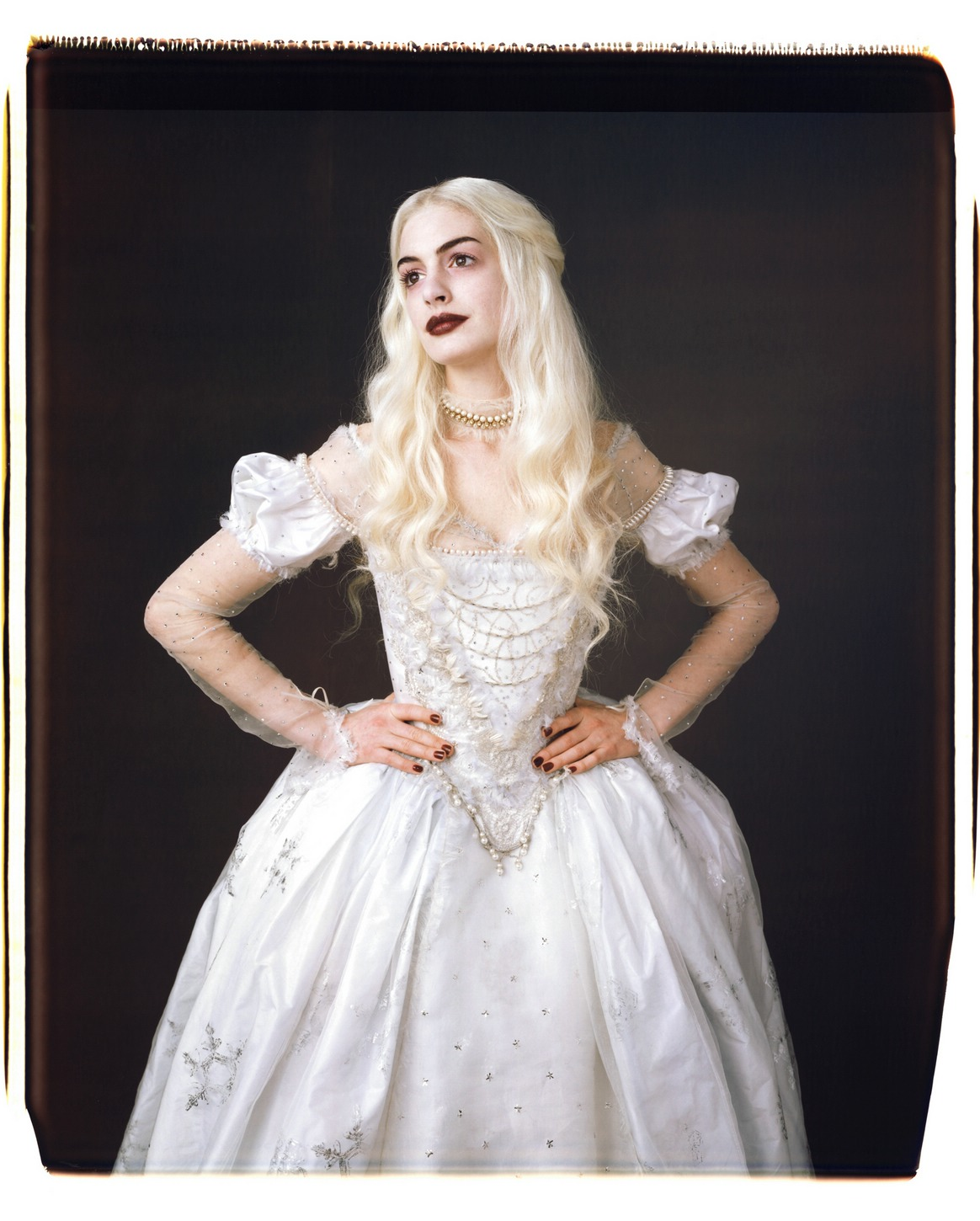 anne hathaway white queen - photo #13