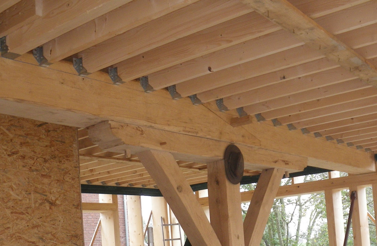 maison paille et bois etape 5 le levage de la structure du rdc phase 4 le solivage entre. Black Bedroom Furniture Sets. Home Design Ideas