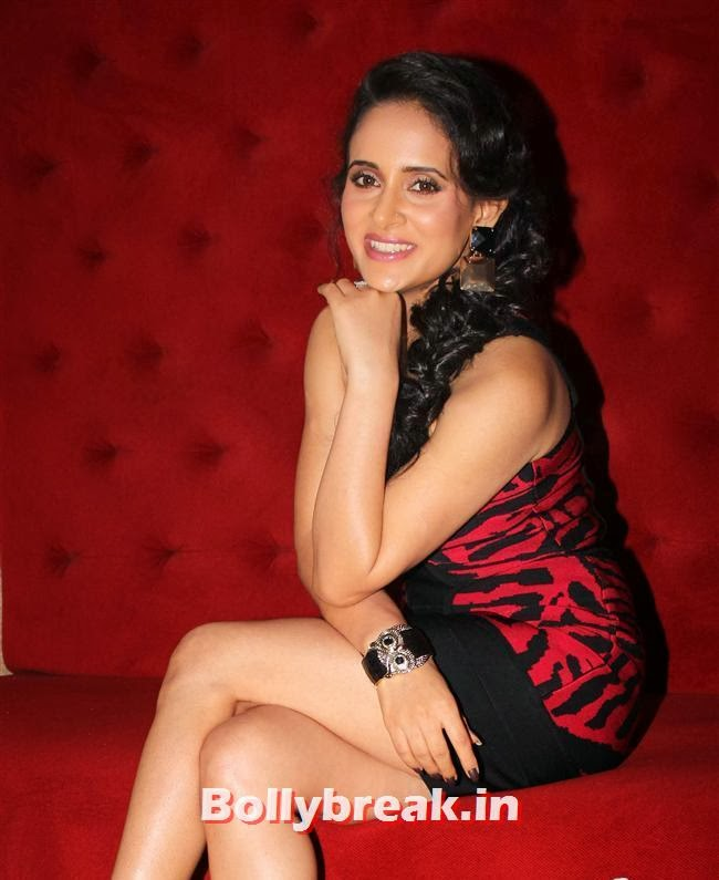 Mahi Khanduri,  Premier of the film Dee Saturday Night