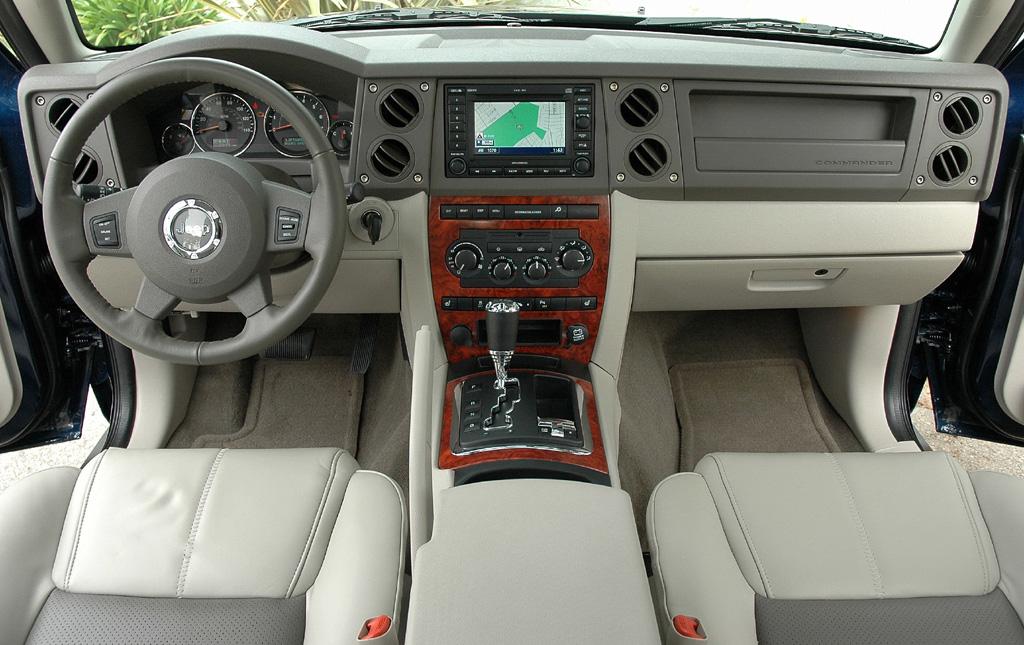 2010 Jeep Commander Limited Interior
