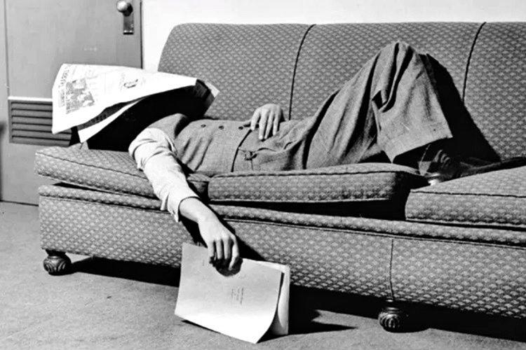 Normal bir insandan daha çok uyurdu, uykuya daldıktan tam 10 saat sonra gözlerini açardı.
