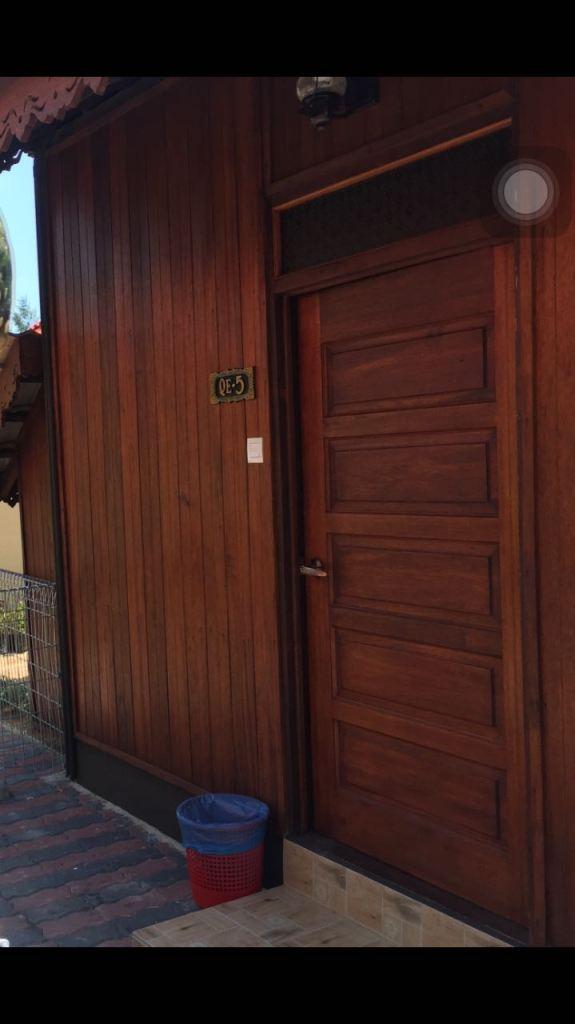 chalet kayu di puteri qashrina homestay pintu masuk