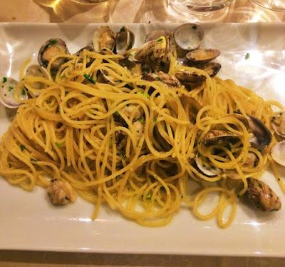 Gdzie zjeść w Wenecji i posmakować naprawdę dobrej włoskiej kuchni? Propozycja street food, na lunch i przekąskę, a także na wieczorną kolację przy butelce wina.