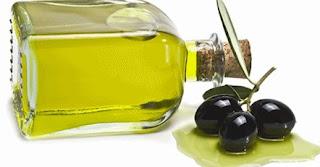Minyak zaitun ialah pelembab sepada saatgus pemresik yang sangatlahlah cukup tepat untuk perawatan wajah Perawatan wajah dengan minyak zaitun