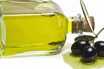 Perawatan wajah dengan minyak zaitun