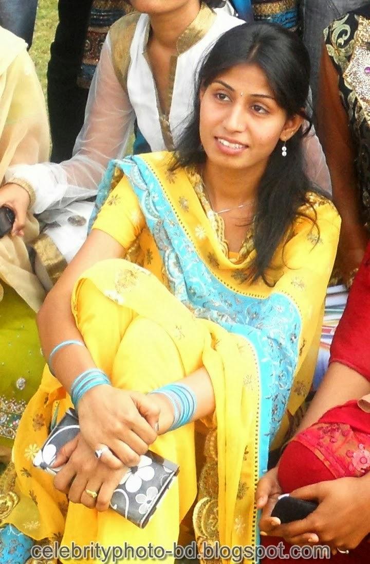 Cute Deshi Girls Sexy Photos