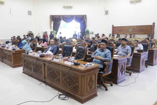Fraksi-fraksi DPRD Tanjungpinang Berikan Pandum Terhadap Pertanggungjawaban Pelaksanaan APBD