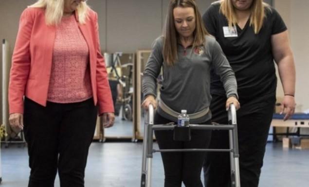 Παράλυτοι περπάτησαν ξανά χάρη σ' ένα ηλεκτρόδιο στη σπονδυλική στήλη