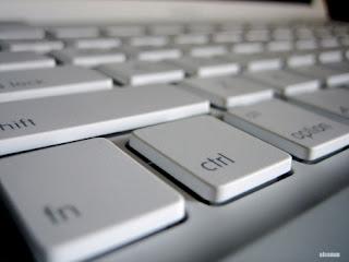 Cara terbaik membersihkan keyboard laptop yang kotor