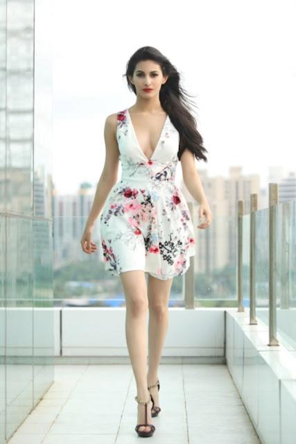 Amyra Dastur Super Hot & Spicy Pics