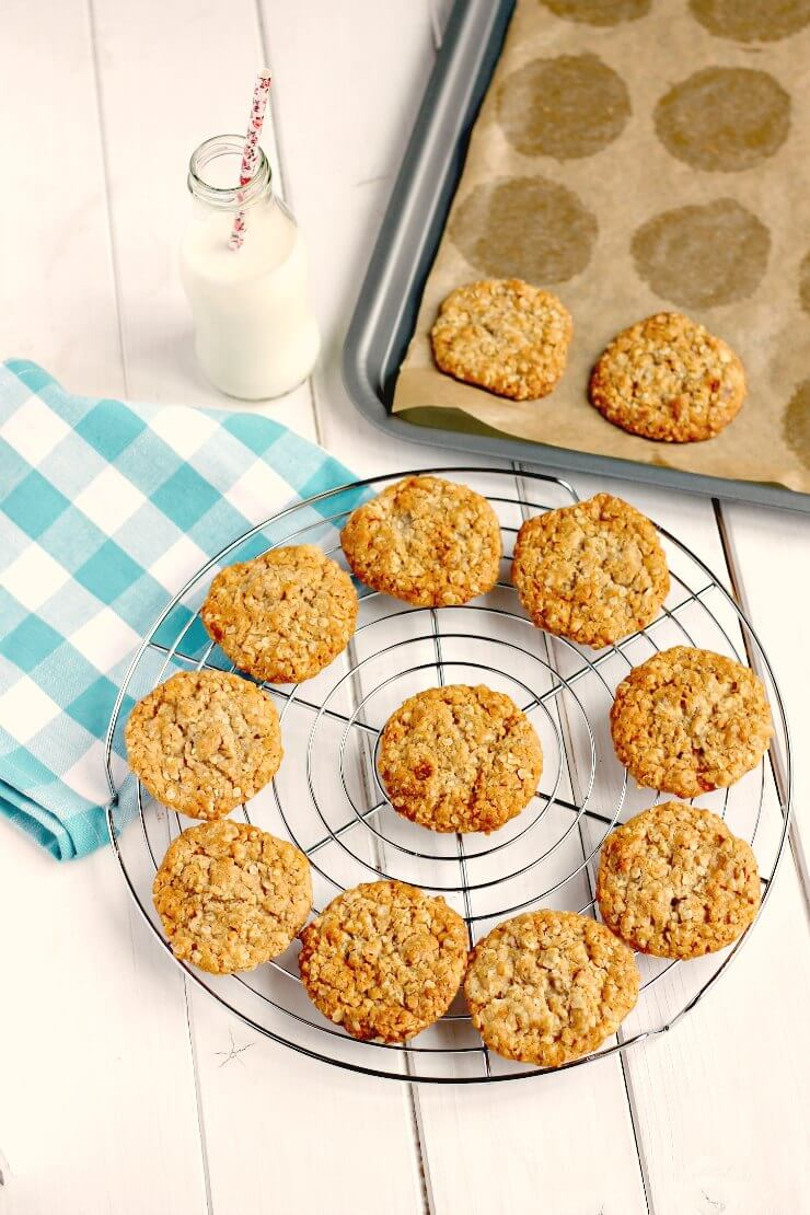 Golden Syrup and Oat Cookies