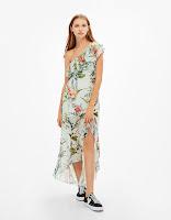 https://www.bershka.com/be/nl/dames/kleding/uitverkoop-tot--50%25/lange-asymmetrische-volantjurk-met-bloemenprint-c1010233023p101084014.html?colorId=982