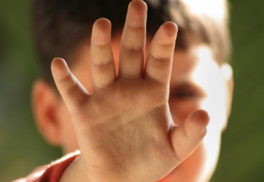 اب يصفع ابنه موديا بحياته لعدم سماعه الكلام