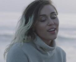 Miley Cyrus lança clipe romântico para a faixa Malibu