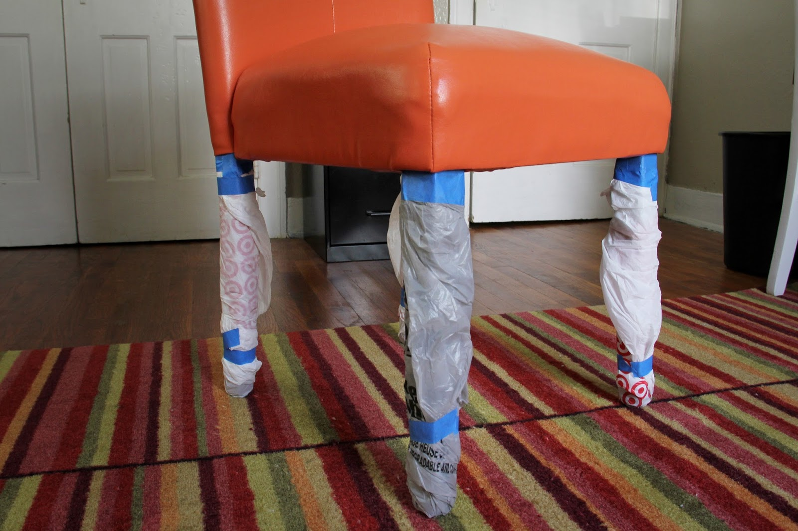 DIY Painted Vinyl: Transform a vinyl piece of furniture with paint (yes it's possible!)
