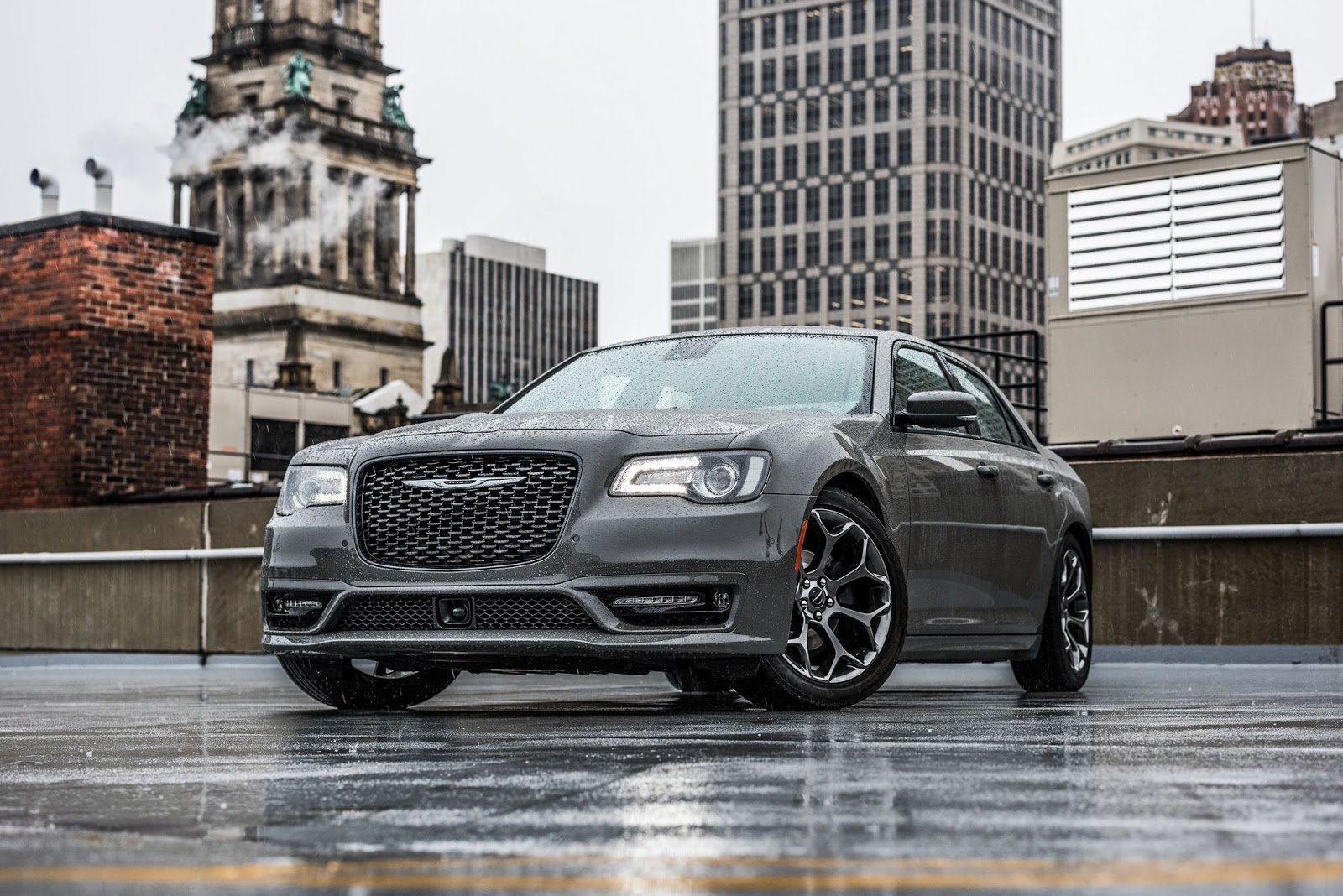 fca shakes up the chrysler 300 line for 2018 carscoops. Black Bedroom Furniture Sets. Home Design Ideas