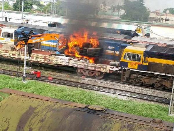 बिग ब्रेकिंग:बिहार में  रेलवे स्टेशन पर लगी भीषण आग,जिन्दा जला ड्राइवर