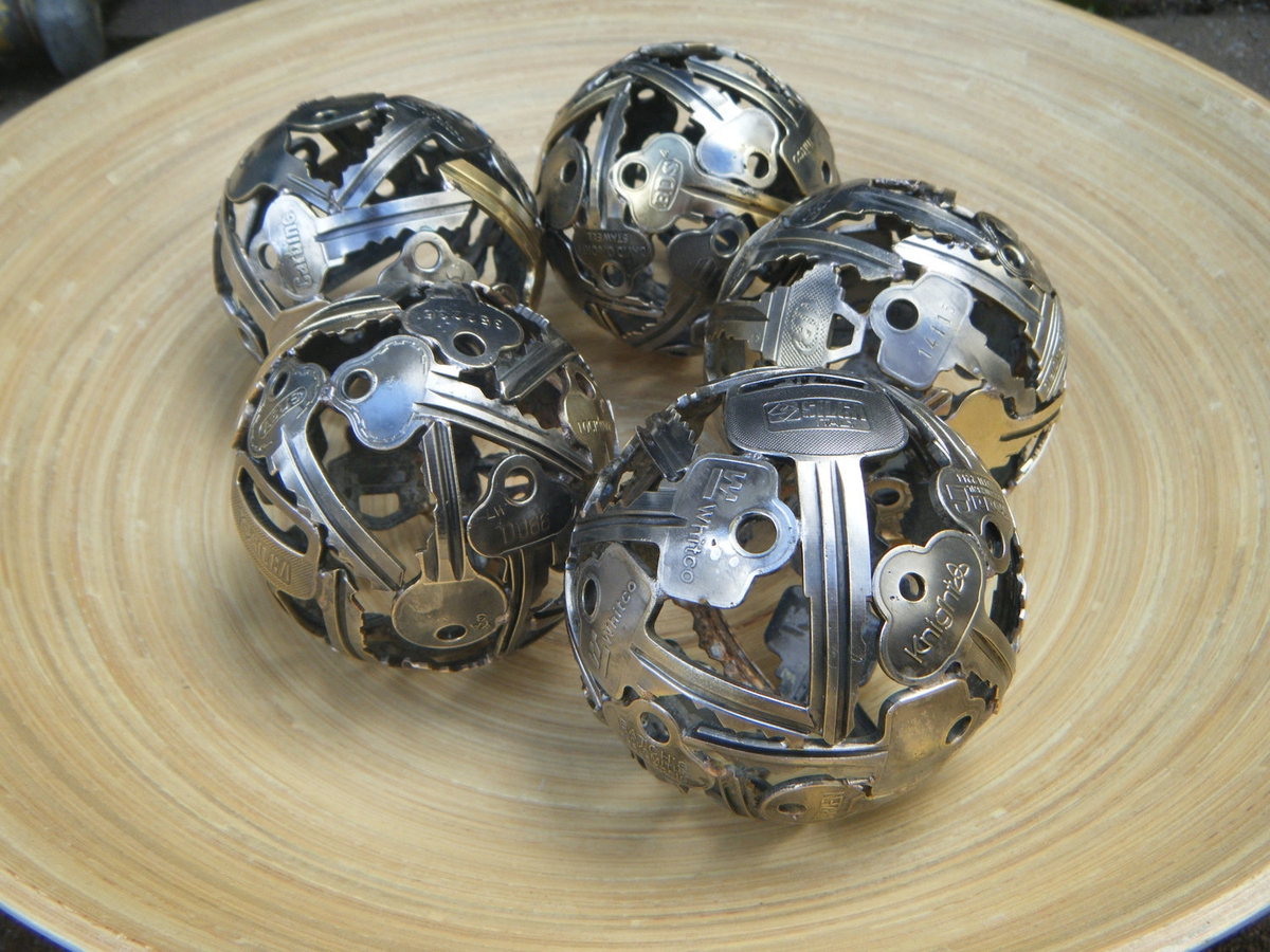 07-Mini-Key-Balls-Michael-Moerkerk-Upcycling-Keys-to-make-sculptures-and-Accessories-www-designstack-co