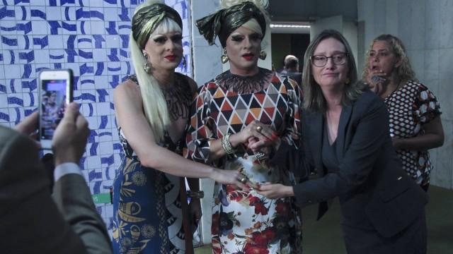 Drag queens protestam na Câmara contra reforma trabalhista e da previdência