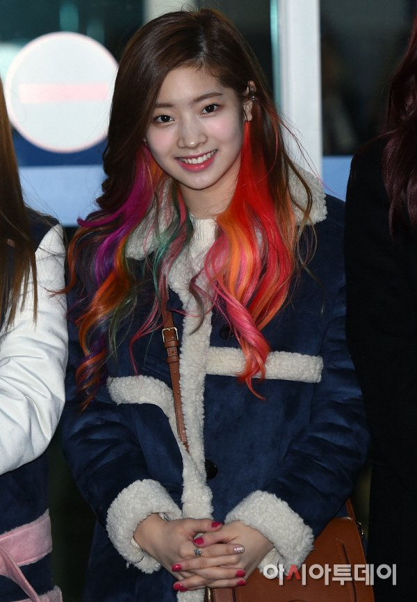 Twice Spotted At The Airport With Unique Hair Colors Daily K Pop News
