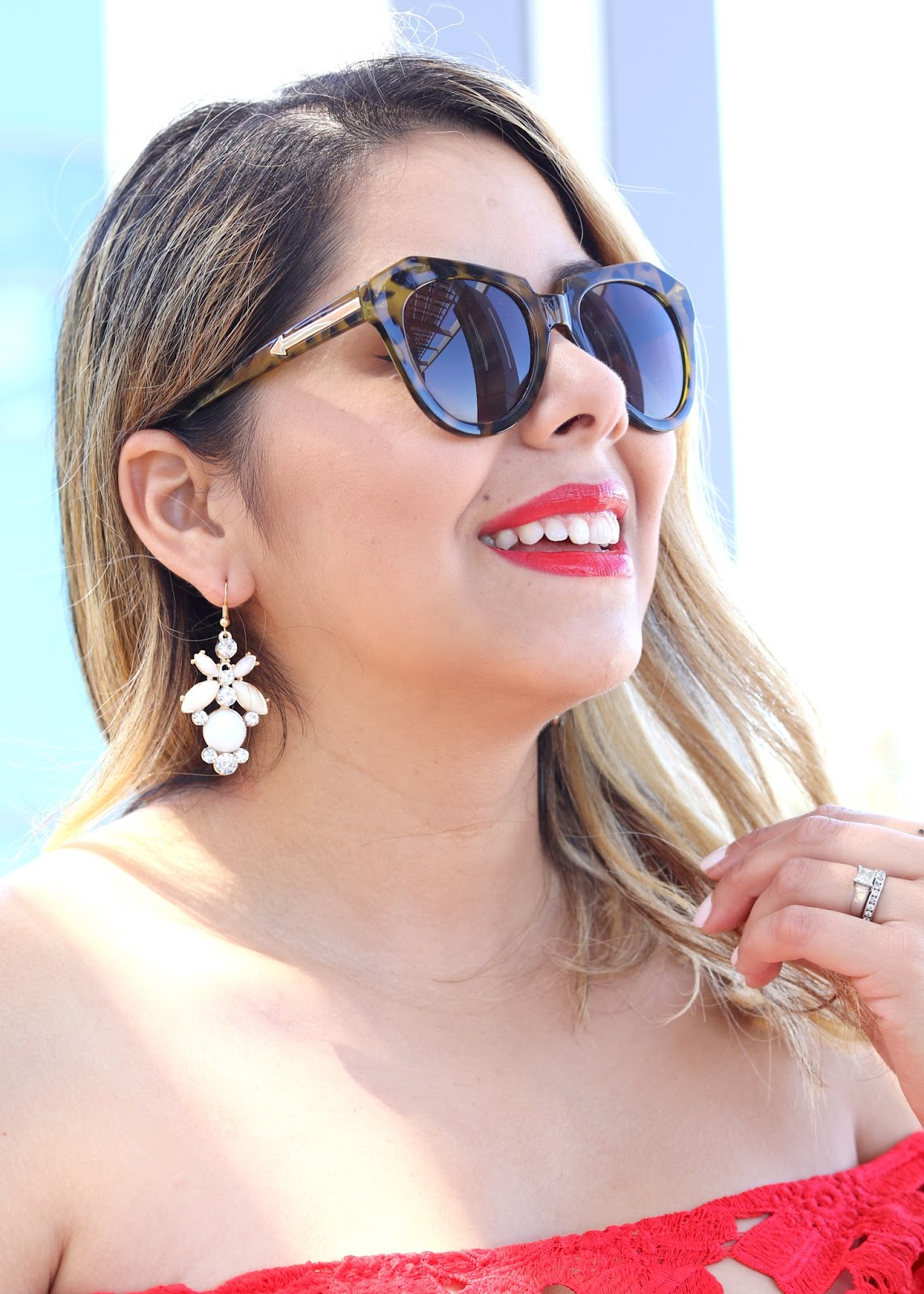 Karen Walker Sunglasses, how to rock a red lip, bareminerals marvelous moxie in live it up, latina fashion blogger