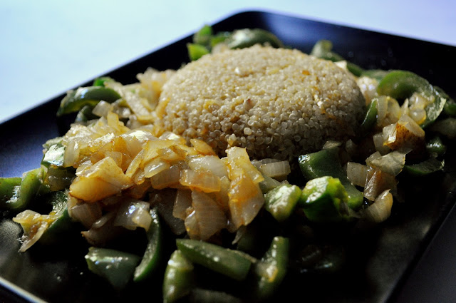 http://www.thecapitalf.com/2015/06/curry-quinoa-with-green-pepper-and-pear.html