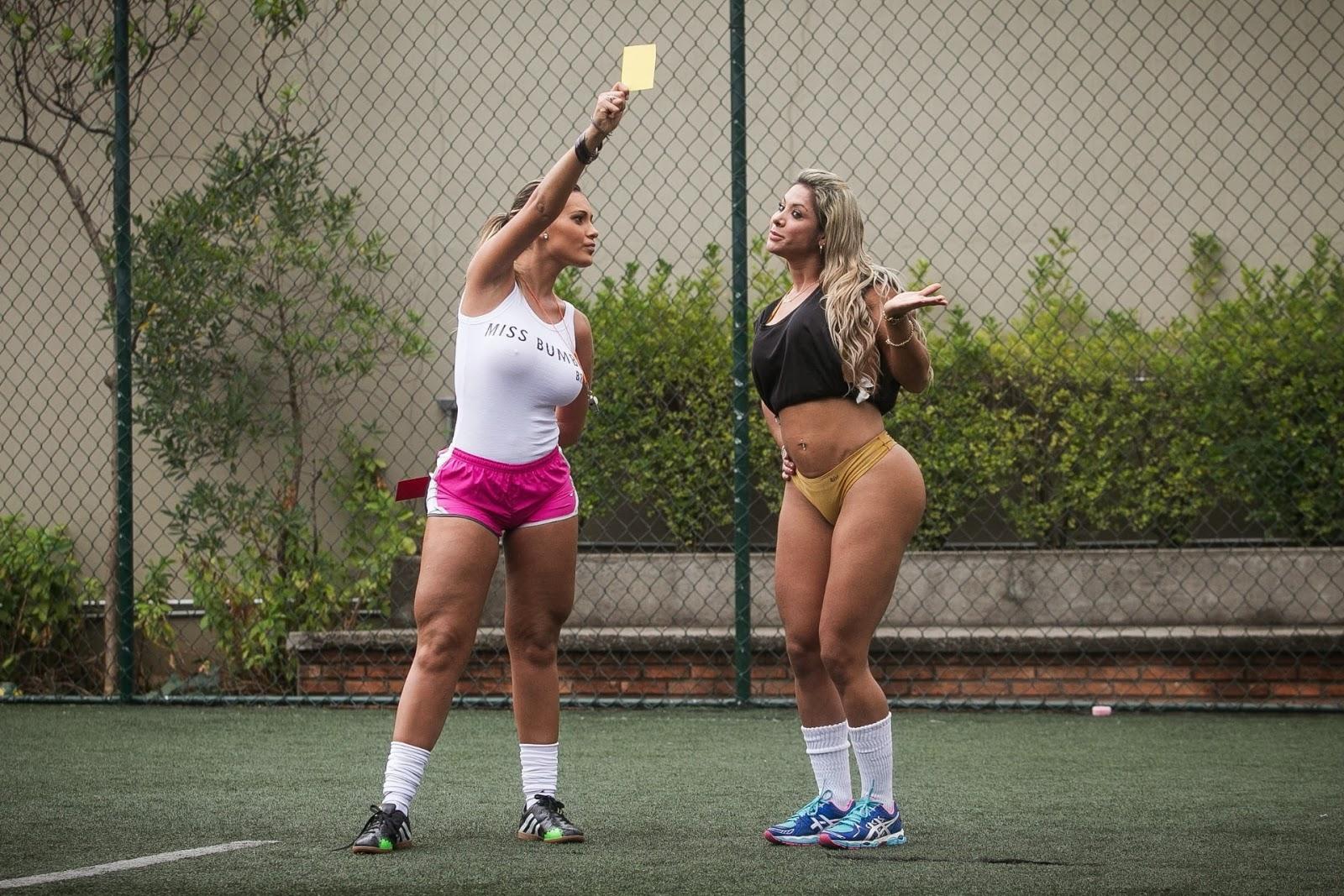 сексуальные бразильянки играют футбол