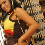 Andrea Rincon, Selena Spice Galeria 36 : Shakiras, Camiseta Negra Con Amarillo y Rojo, Tanga Amarilla y Naranja Foto 56