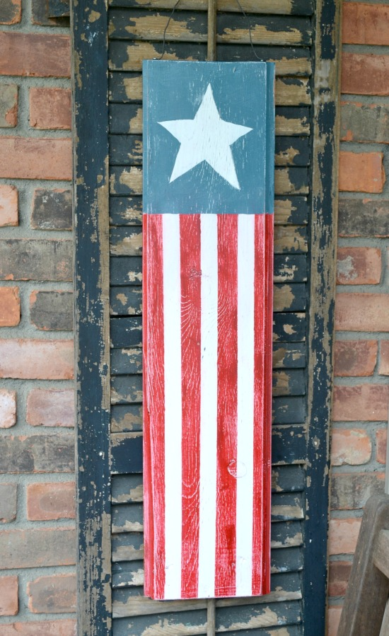 Vertical Patriotic Flag Decoration www.homeroad.net