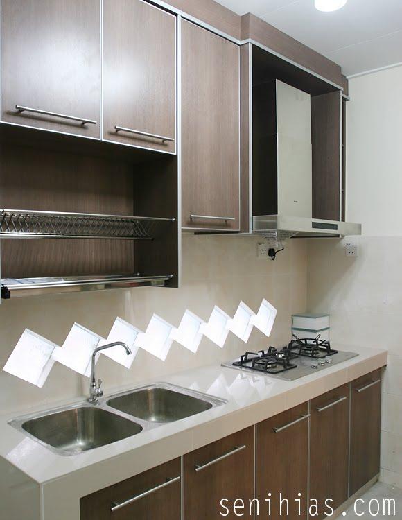 Dapur Ini Tiada Tingkap So Dia Gantikan Block Cermin Tu Untuk Penataan Cahaya Sebenarnya Aku Minat Tang Je Nampak Elegan
