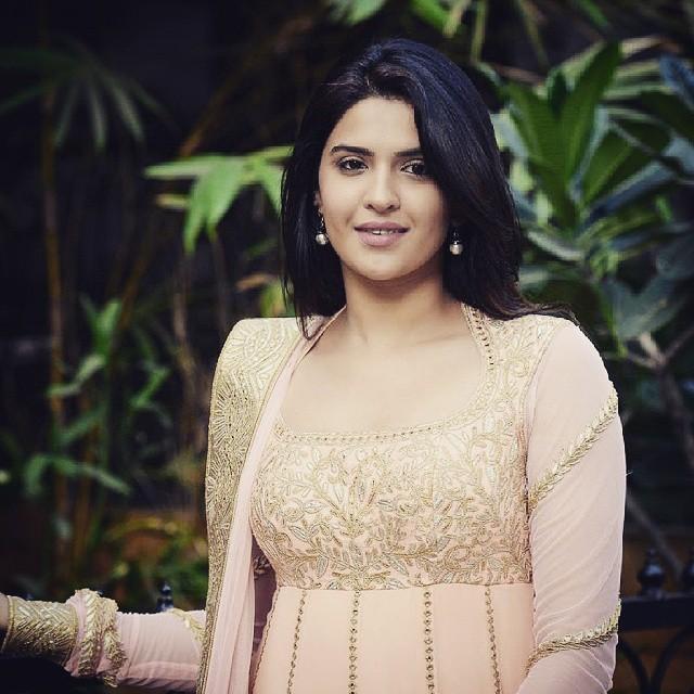 beautiful deeksha seth , :), Deeksha Seth Hot Pics From Grazia Young Fashion Awards