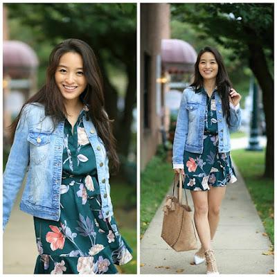 vestido maxi floral com jaqueta jeans