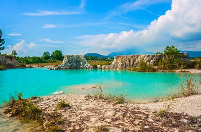 Gambar Danau Biru Di Kepulauan Riau