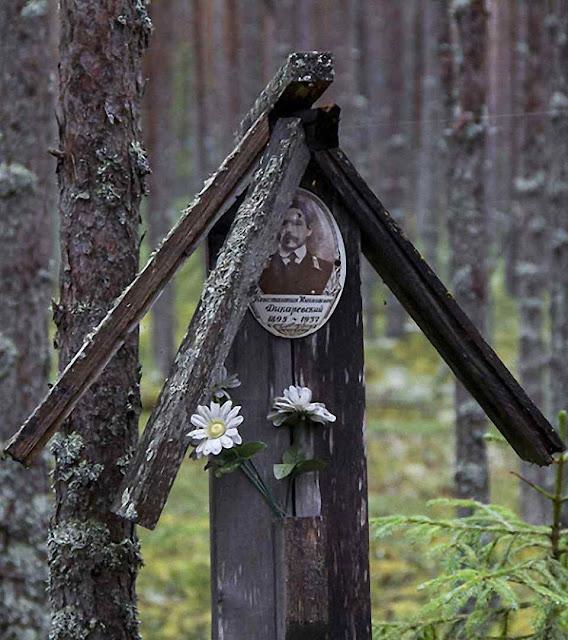A floresta de Sandormokh é um imenso memorial das vítimas do comunismo