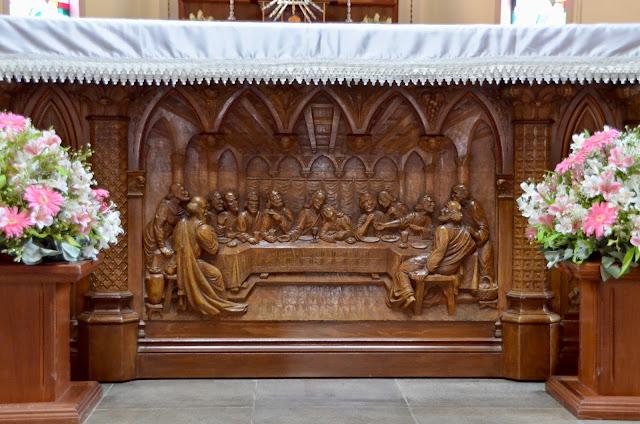 Santa Ceia no altar da Catedral de Pedra