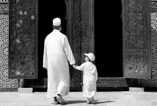 segala hal ada tata cara dan doanya termasuk saat anda akan pergi ke masjid Doa Pergi Menuju ke Masjid Bahasa Arab, Latin dan Artinya