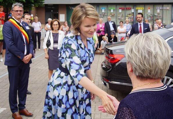 Queen Mathilde visits Playground Space summer camp in Zoutleeuw. The Queen wore Natan blue print midi shift dress