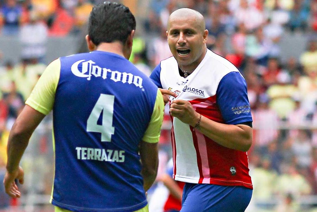 'Bofo' anotó el primer gol del Rebaño en el Clásico de las Leyendas.