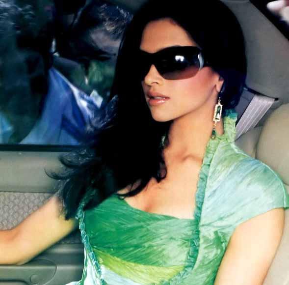 Bollywood Actress Deepika Padukone - Star Hungama