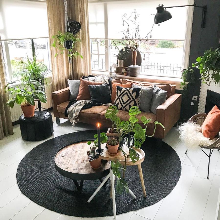 Klimatyczne mieszkanie z industrialnymi elementami, wystrój wnętrz, wnętrza, urządzanie domu, dekoracje wnętrz, aranżacja wnętrz, inspiracje wnętrz,interior design , dom i wnętrze, aranżacja mieszkania, modne wnętrza, styl skandynawski, scandinavian style, boho, styl industrialny, industrial style, styl rustykalny, retro, urban jungle, salon, living room, stolik kawowy, sofa, kanapa, poduszki