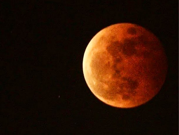 The Blood Moon over Parañaque. Credit: makiimacmac on Instagram