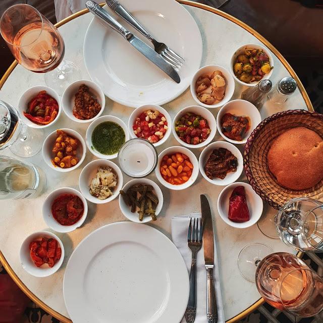 Marrakech, Medina. Antipasto al ristorante Le Salama