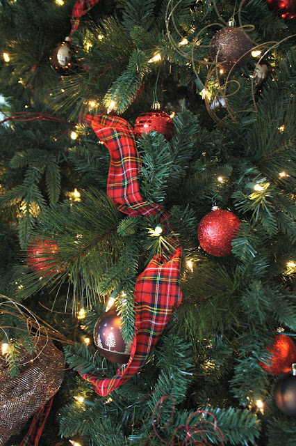 How to use ribbon in Christmas tree