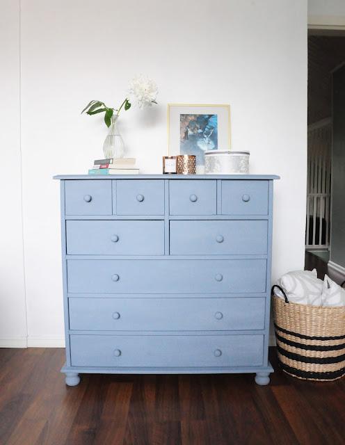 lipasto kalkkimaali sininen JDL Vintage makuuhuone rintamamiestalo Simola