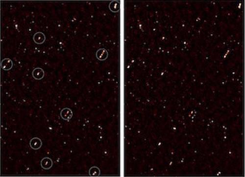 Esta imagen muestra las alineaciones entre los chorros provenientes de las galaxias y emitidos por agujeros negros. La imagen de la izquierda tiene círculos de color blanco alrededor de las galaxias alineadas; la imagen de la derecha no tiene los círculos.