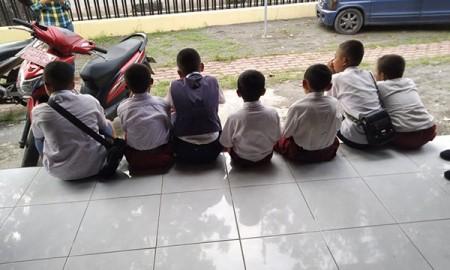 Ketujuh murid SD yang menjadi korban pencabulan gurunya.