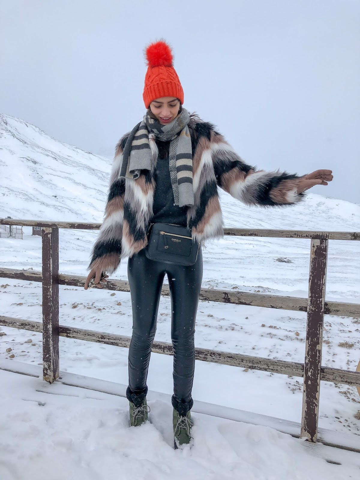 what to wear skiing mountains