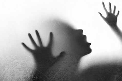 यूपी के ग्रेटर नोएडा में रेप के बाद जिंदा जलाई गई नाबालिग लड़की की मौत