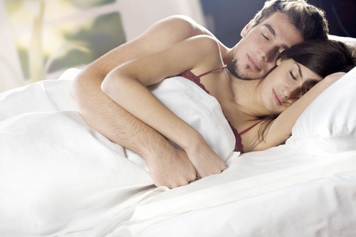 Đêm tân hôn, tôi suýt ngất khi chạm vào đôi gò bồng đào của vợ